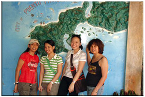 2007, Puerto Princesa, Palawan. My first domestic trip. With cousins Kathie & Ate Kaye, and Tita Wel.