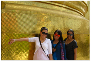 2009, Bangkok, Thailand. My first international trip. With my BFFs Flaire & Sane. Ige took the photo.